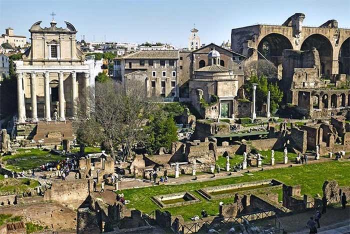 Menyusuri Kota Tua Roma