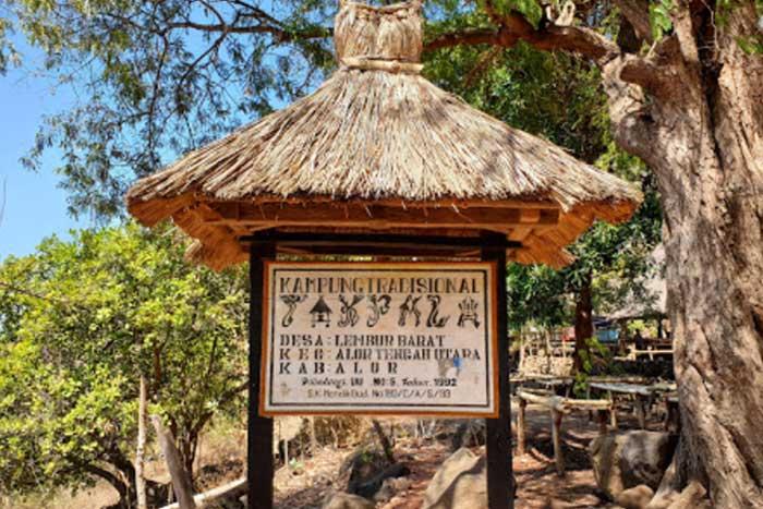 Desa Adat Takpala dan Moko