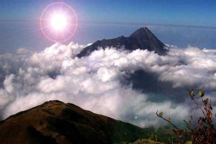 Sunrise di Puncak Gunung Ungaran