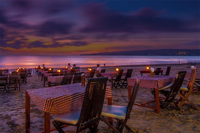 Dinner di Pantai Jimbaran Bali
