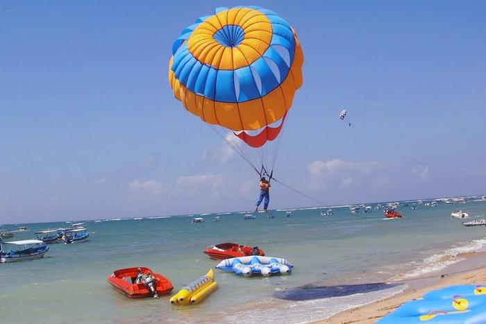 Permainan di Pantai Tanjung Benoa Bali